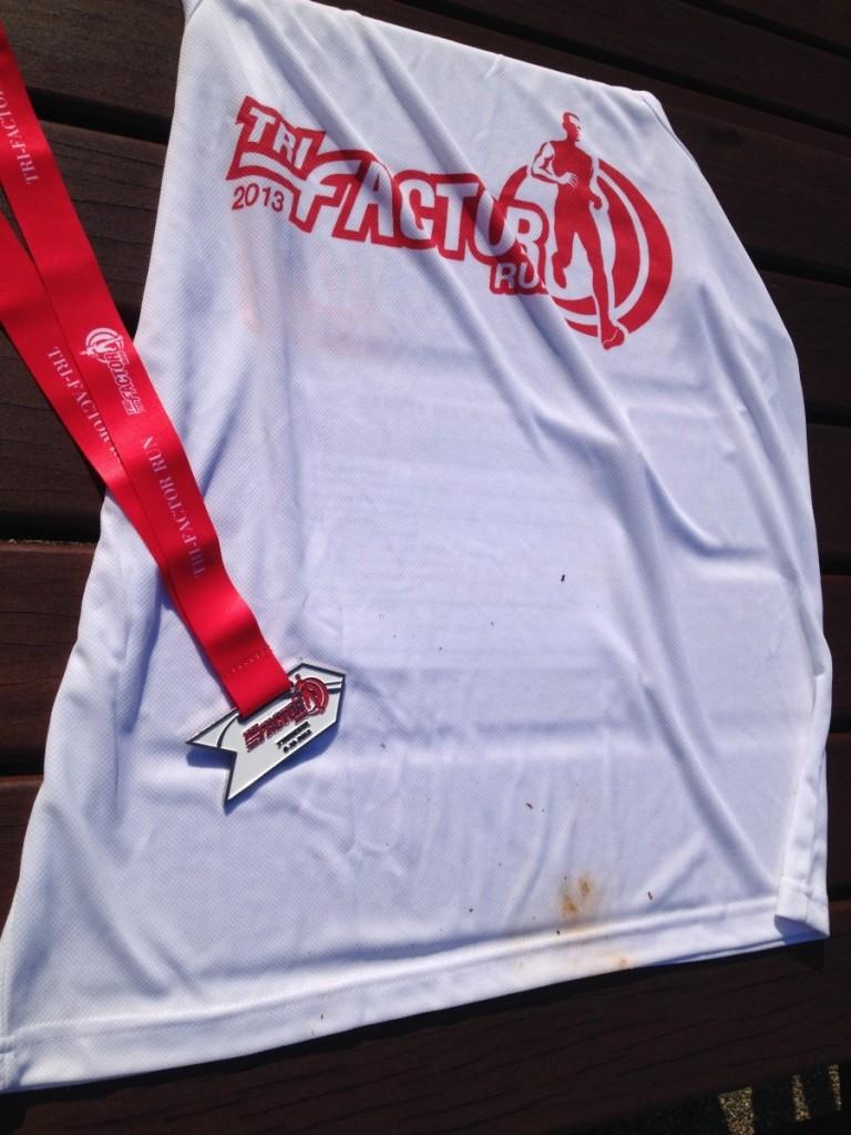 Tri-Factor Run 2013 medal and singlet