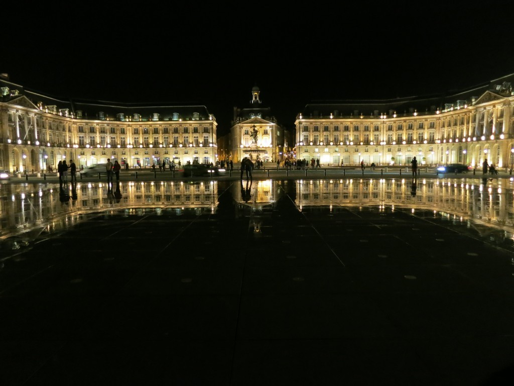 A Kiss The Girl moment at the reflecting pool at the Place de la Bourse