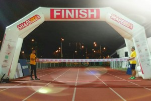 Rolling out the finishing line at Shape Run 2015
