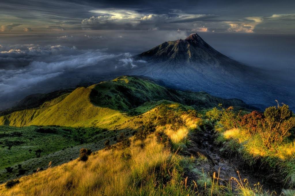 Mt Merapi (Photo by: Kanenori Miura)