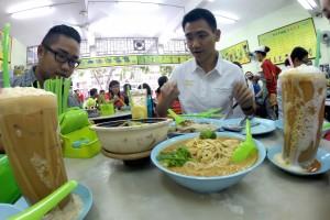 Teh Tarik (left), Yee Fung Laksa, Teh Mederas Tarik