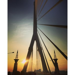 Rama 8 Bridge up close. Photo credit: IG @temmy_p