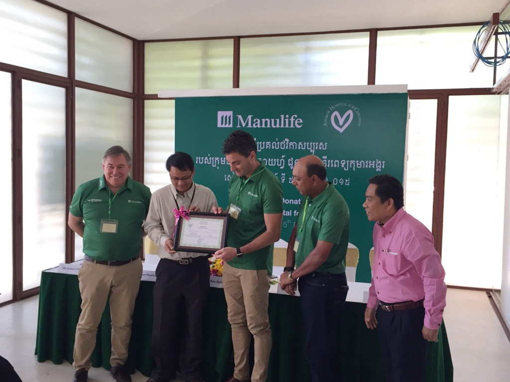 AHC presents Certificate of Appreciation to Manulife