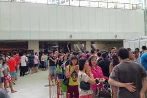 Queue at City Square Mall