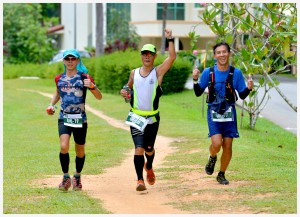 with buddies Daniel Ong & Esmond Choo at the end of our 5th loop   Photo Credits : Dave Poh / Pictureart