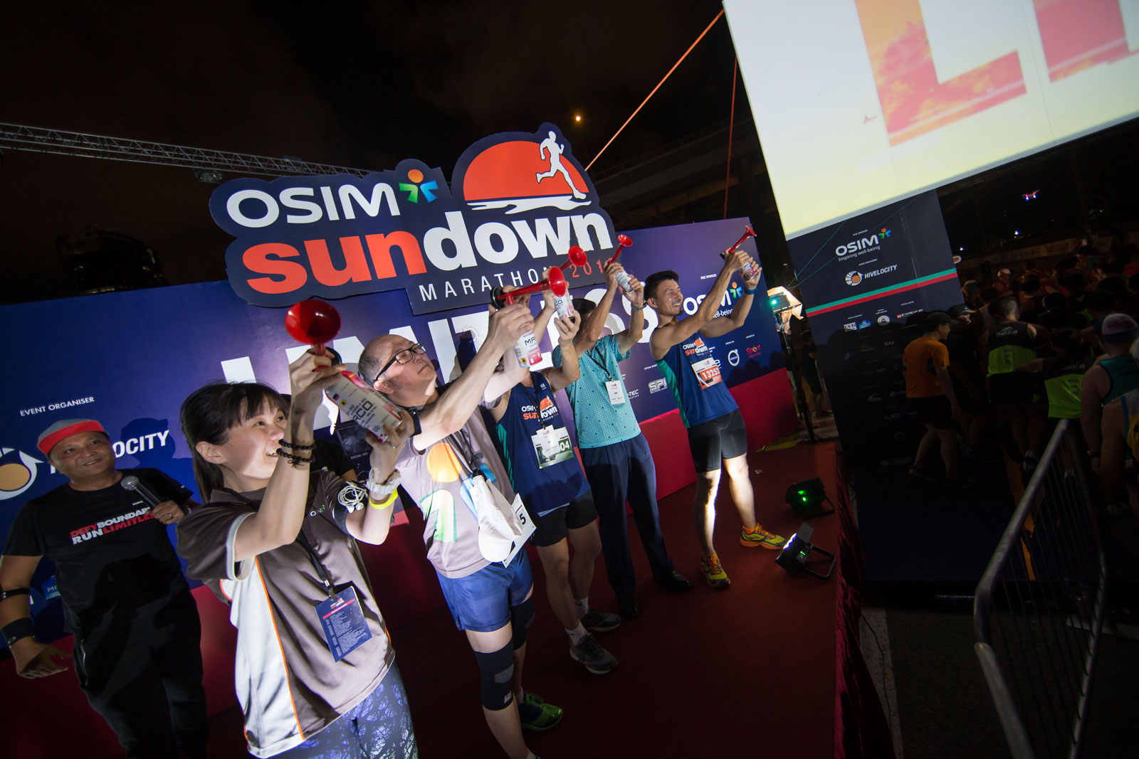 Minister Baey Yam Keng (extreme right) was part of the flag-off contingent for the 10km category at the ninth edition of the OSIM Sundown Marathon at the F1 Pit Building. (Photo Credit: OSIM Sundown Marathon)