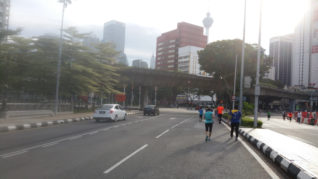 Unlike Singapore, no barricades or cones were used to cordon off the road for runners.