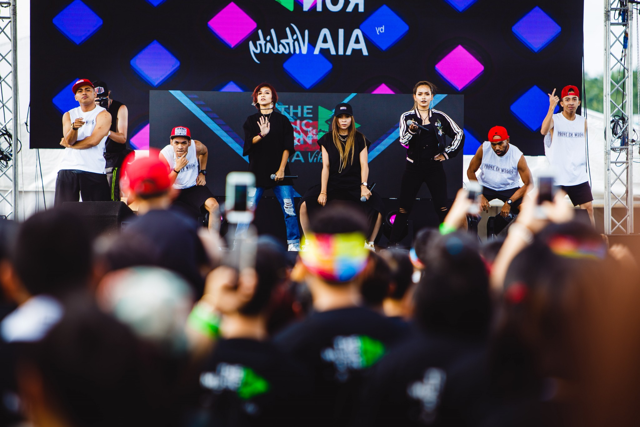 malaysian-pop-sensation-de-fam-enthralled-music-runnerstm-with-their-electric-performance-before-the-run