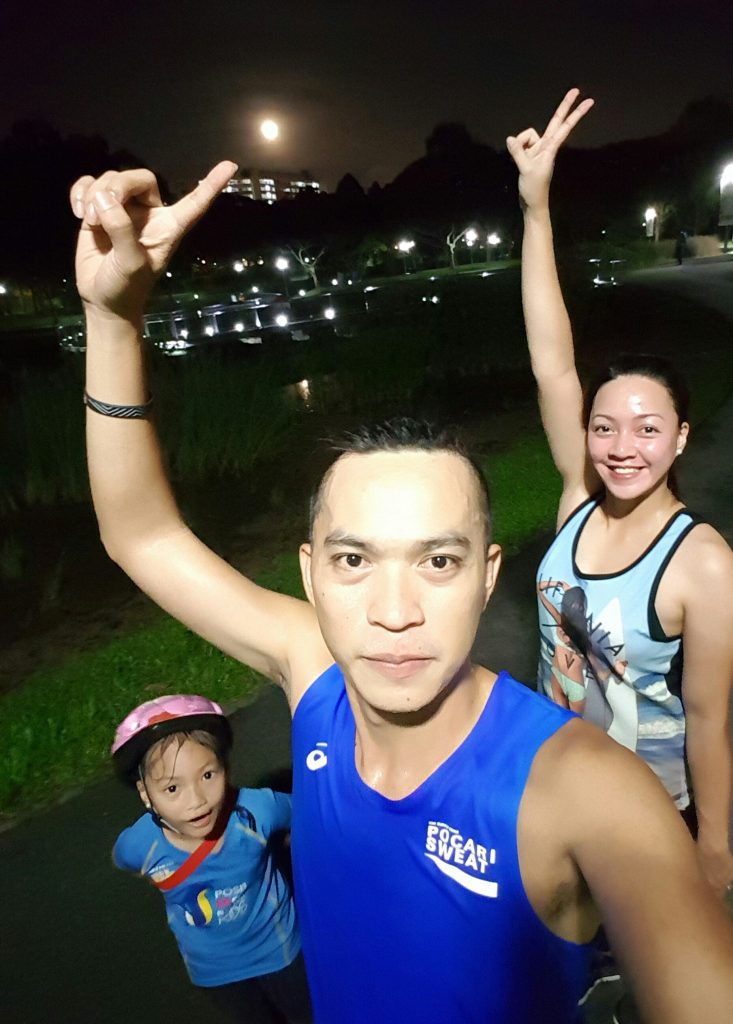 Our Tuesday night bonding. Notice the super moon on its second night as viewed in Bishan-Ang Mo Kio Park.