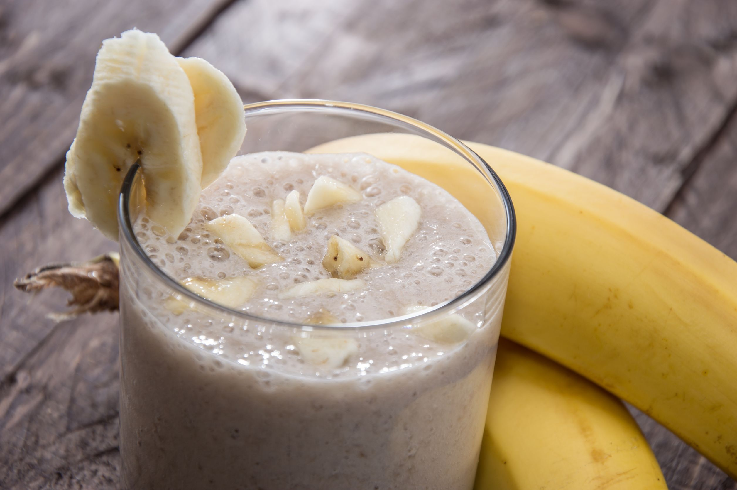 banana-milkshake-on-wooden-background