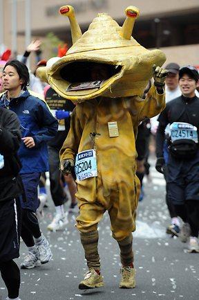 126136-tokyo-marathon-monster-costume