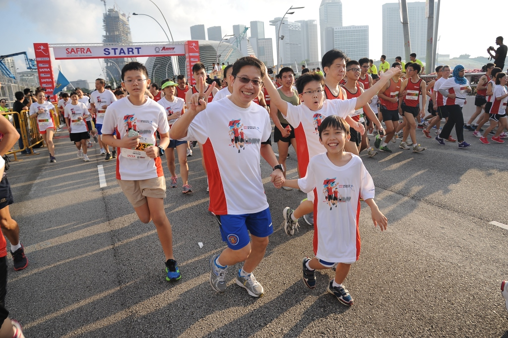 Record-breaking attempt for the Largest Father and Child Race with 737 pairs of participants who qualified