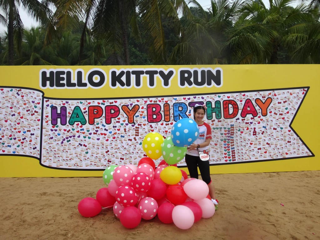 hello kitty run singapore flag