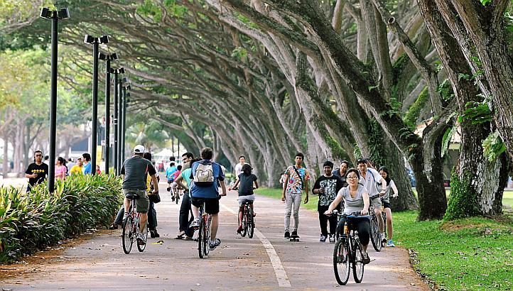 Hasil gambar untuk east coast park singapore