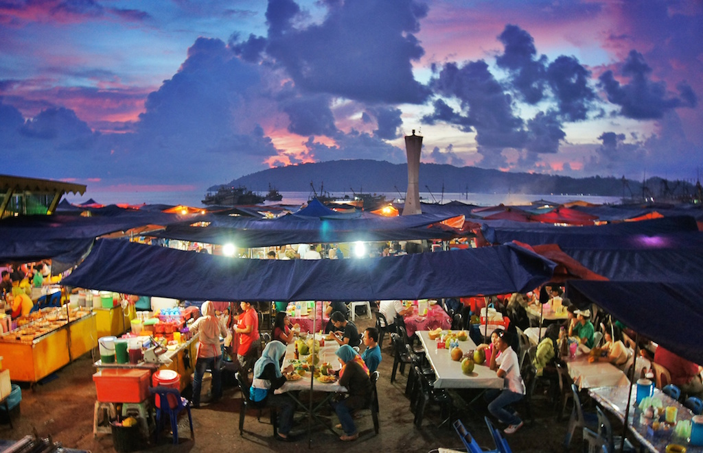 Kota Kinabalu Night Market | Photo credits: notesofnomads.com