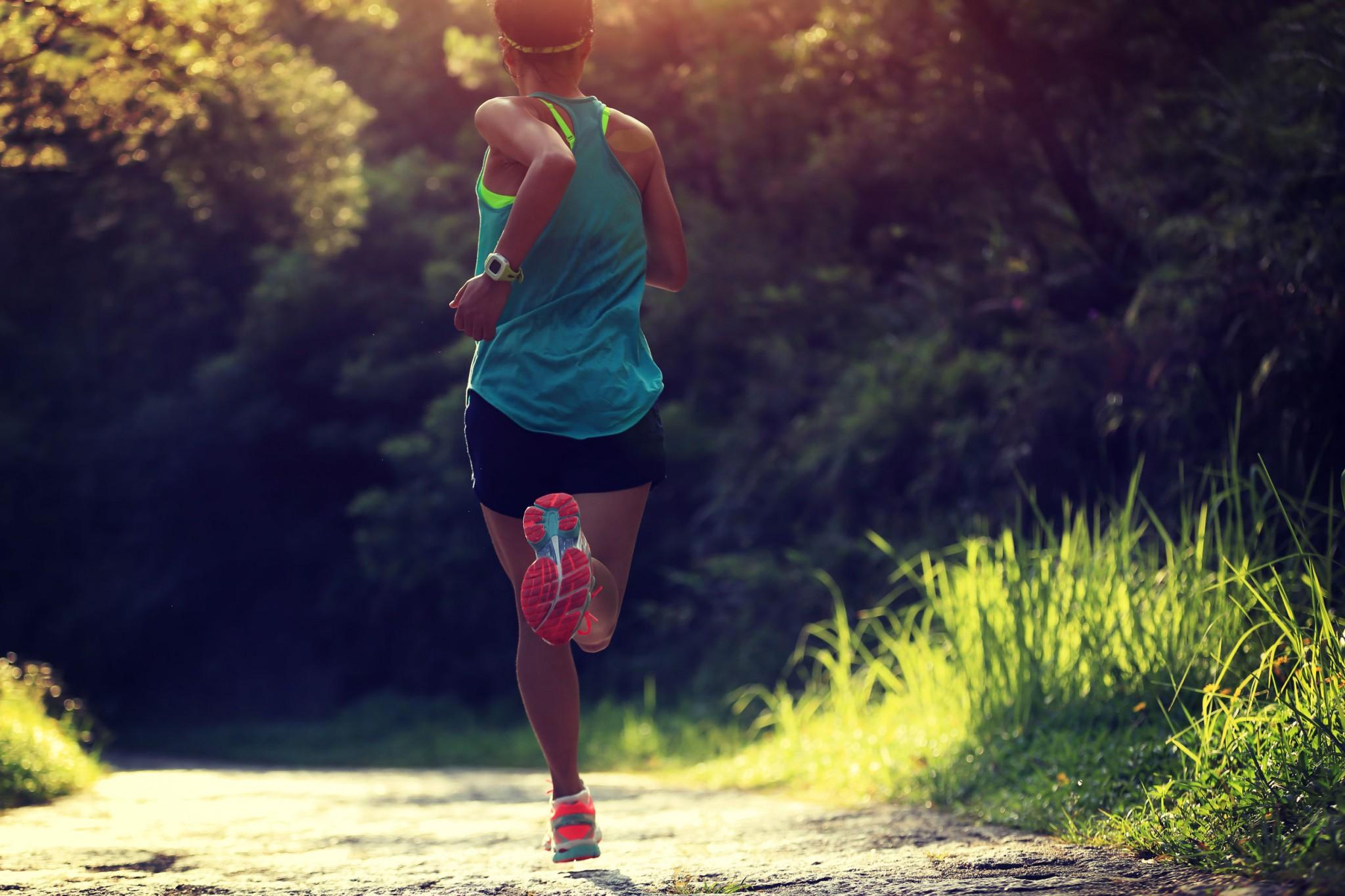 runner in trail