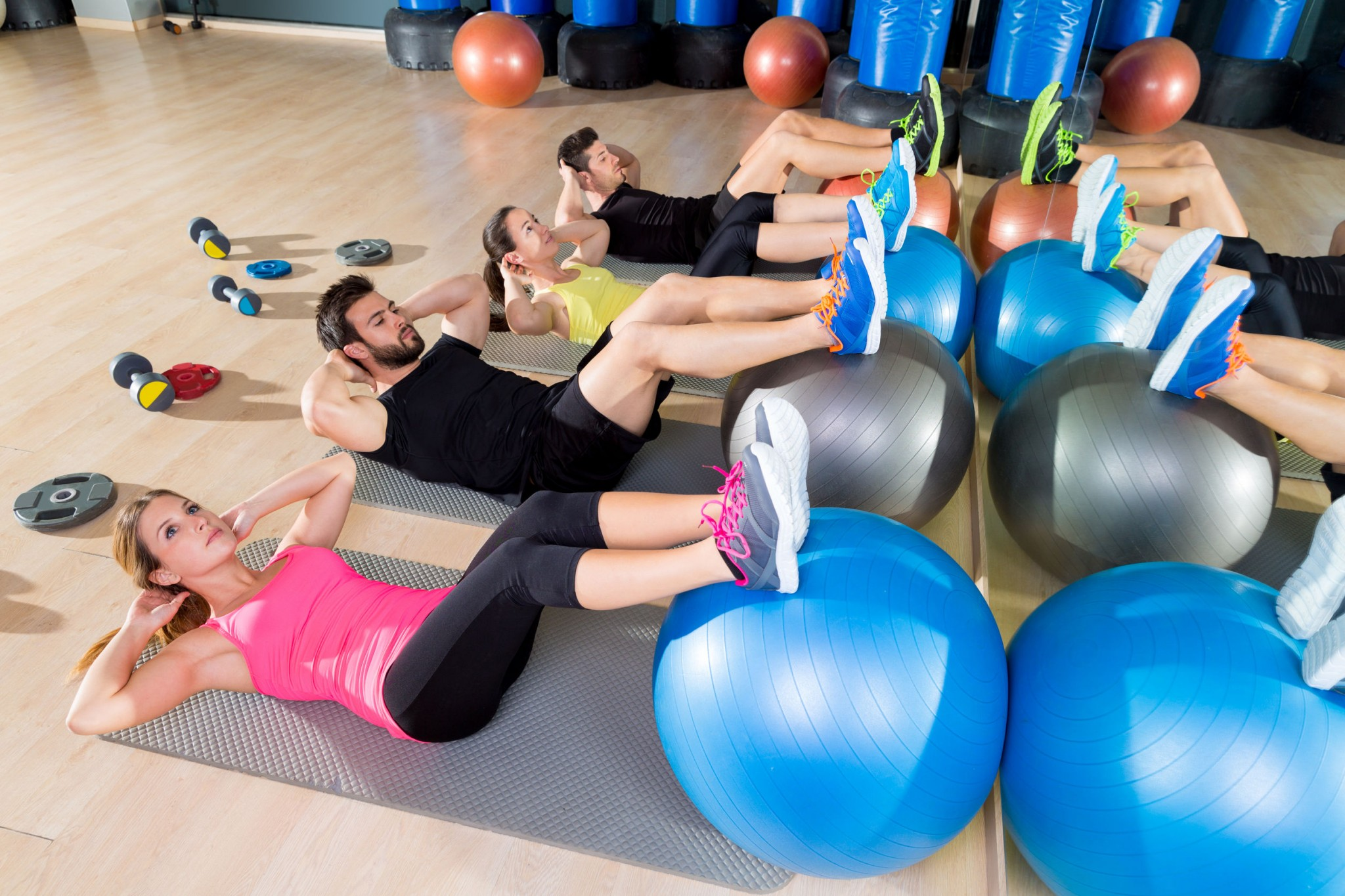 fitball-crunch-training-group-core-fitness