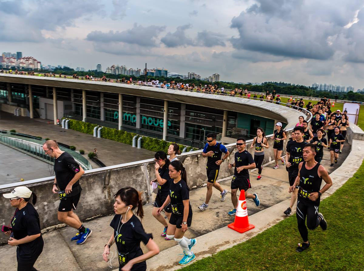 Runners climbing the Barrage in the first leg. Photo Credit: Run Society
