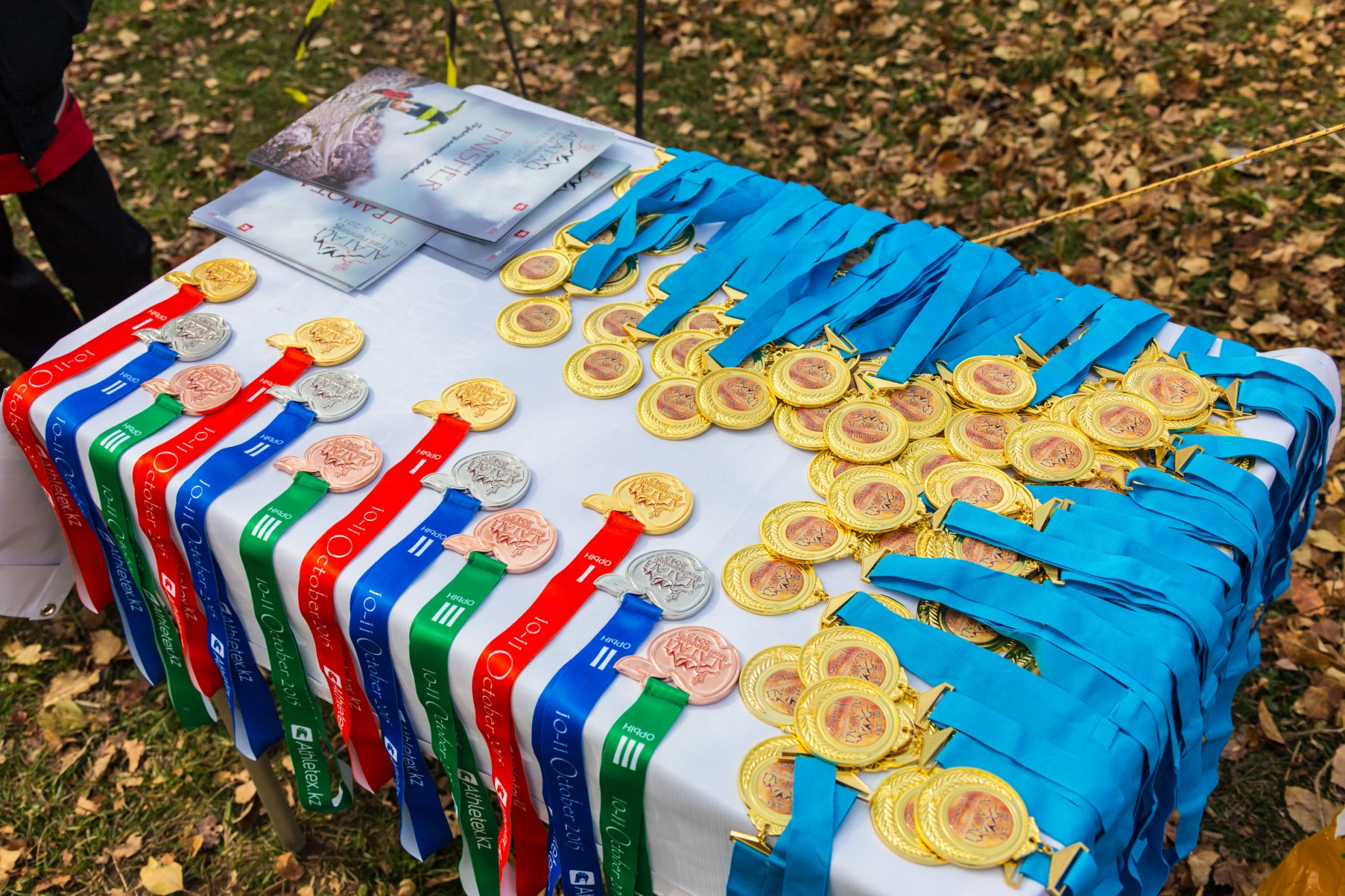 Christmas Running Medals.6 Creative Ideas To Display Your Medals Justrunlah