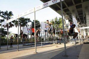 Pasar malam structure at MHU from http://news.asiaone.com/news/singapore/runners-display-fantastic-camaraderie-mens-health-urbanathlon-2016