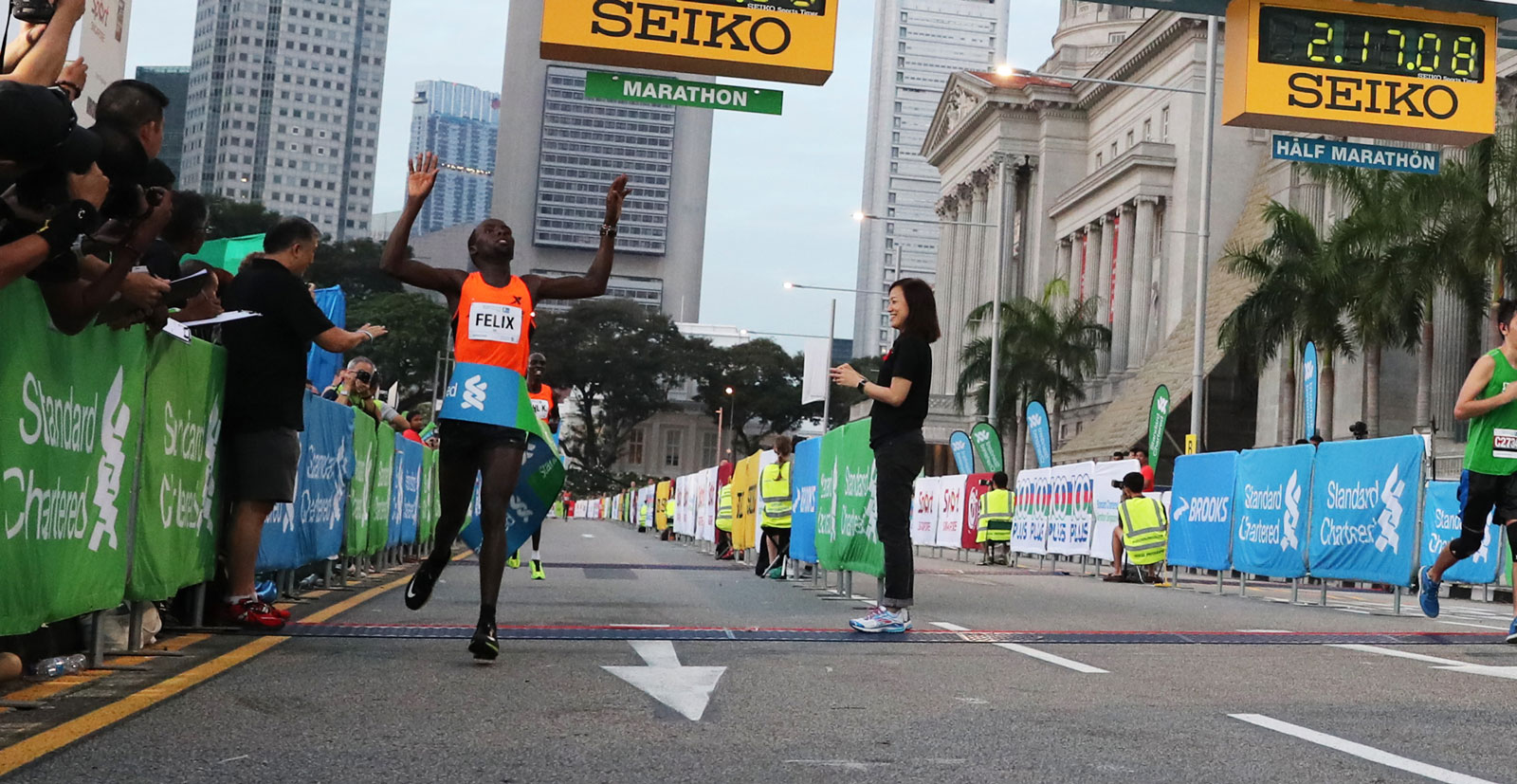 46,000 Runners Flood the Streets of Singapore for SCMS2016