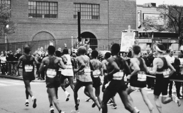 running marathon black and white