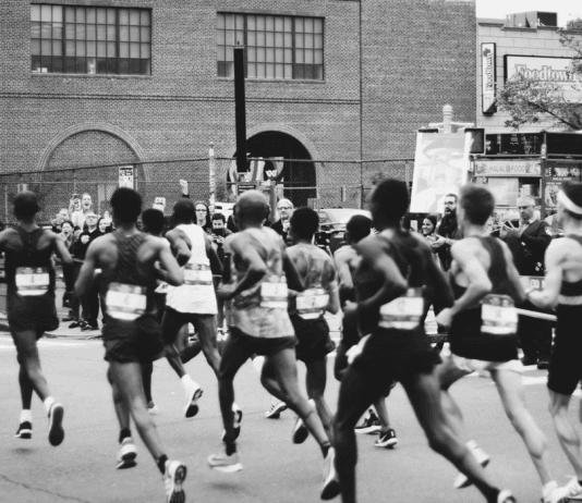 running marathon black and white